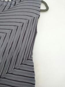 ミー/イッセイミヤケ me ノースリーブカットソー レディース 新品同様 グレー×黒 プリーツ【中古】