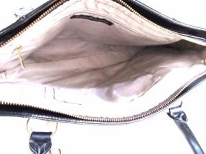 ピンキー&ダイアン Pinky&Dianne ショルダーバッグ 黒 型押し加工 エナメル(合皮)【中古】