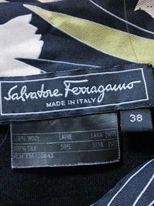 サルバトーレフェラガモ SalvatoreFerragamo 半袖カットソー サイズ38 S レディース 黒×白×マルチ【中古】