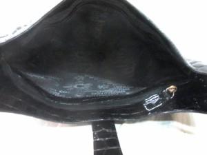 コッコフィオーレ COCCO FIORE ショルダーバッグ 黒 型押し加工 エナメル(レザー)【中古】