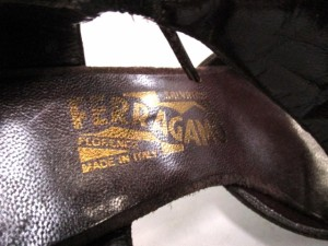 サルバトーレフェラガモ パンプス 7 1/2 C レディース - ダークブラウン×ゴールド リボン スエード×レザー【中古】