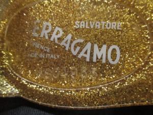 サルバトーレフェラガモ SalvatoreFerragamo フラットシューズ 7 レディース - ゴールド ラメ ラバー【中古】