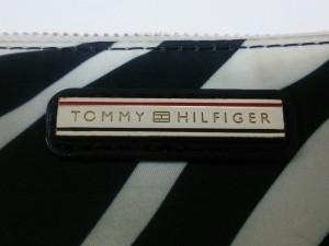 トミーヒルフィガー TOMMY HILFIGER 長財布 アイボリー×黒 ラウンドファスナー/ゼブラ柄 化学繊維【中古】