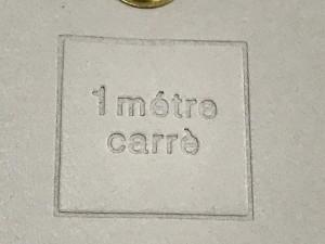 アンメートルキャレ 1metre carre 長財布 ベージュ×アイボリー 型押し加工 エナメル(レザー)【中古】