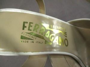 サルバトーレフェラガモ SalvatoreFerragamo サンダル 6 D レディース - 白 レザー【中古】