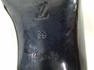 ルイヴィトン LOUIS VUITTON ローファー 39 レディース 黒 スタッズ エナメル(レザー)【中古】