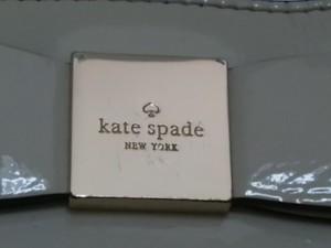 ケイトスペード Kate spade ショルダーバッグ レディース アイボリー リボン エナメル(レザー)【中古】