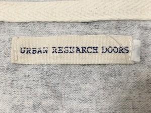 アーバンリサーチドアーズ URBAN RESEARCH DOORS 半袖Tシャツ サイズM メンズ ライトグレー【中古】