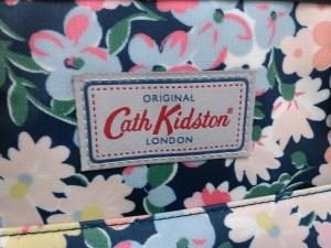 キャスキッドソン Cath Kidston ショルダーバッグ レディース ネイビー×マルチ 花柄 コーティングキャンバス×レザー【中古】