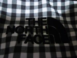 abe5947eee7b ノースフェイス THE NORTH FACE リュックサック レディース グレー×白 チェック柄 ナイロン【中古. 画像1