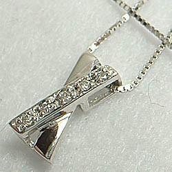 ダイヤモンド入りのシンプルネックレス