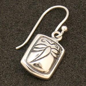 トンボ柄のスクエアプレート シルバーフックピアス (2P両耳) レディースアクセサリー 蜻蛉 シルバー925 アメリカンピアス