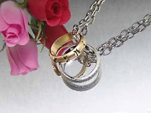 金銀二つの指輪☆ツインリングペンダントM2