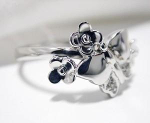 蝶とお花がドッキング♪ダイヤモンド入りK18WGリング