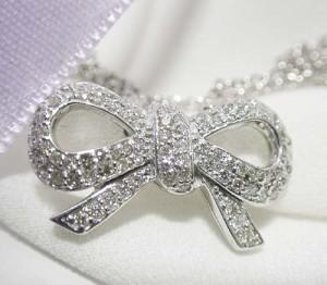 0.55ctダイヤモンドの豪華パヴェりぼん/K18WGネックレス