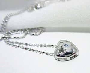 ブルーダイヤモンドがポイントのハート★K18WGネックレス