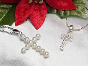 真珠で作ったクロスパールペンダント