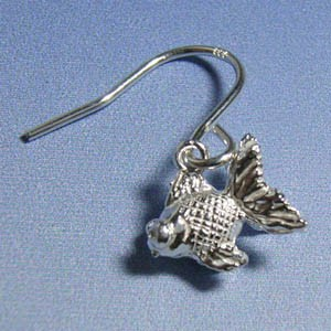 小さな金魚のシルバーフックピアス(2P両耳) レディースアクセサリー 和風 シルバー925 アメリカンピアス