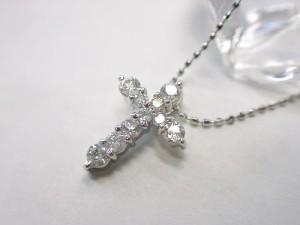 0.5ctダイヤモンドの十字架プラチナ900ペンダントネックレス