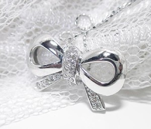お洒落なりぼんにダイヤモンド/K18WG/K18ネックレス