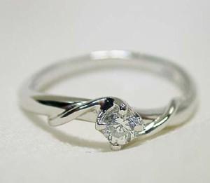 高品質一粒ダイヤモンド プラチナリング:プレゼントに