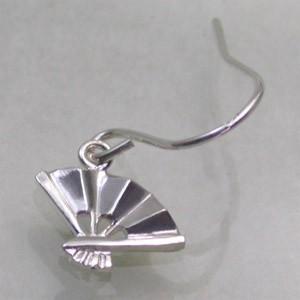 小さな扇子 シルバ−フックピアス (2P両耳) レディースアクセサリー 和風 スイング SV925 アメリカンピアス