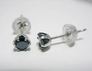 【男女兼用】0.3ctブラックダイヤのプラチナピアス