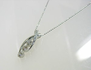 0.65ctお洒落なプラチナ900ダイヤモンドペンダントネックレス