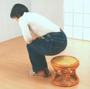 【送料無料!ポイント2%】膝や腰への負担を軽くします♪『らくらく籐正座丸椅子2個組』