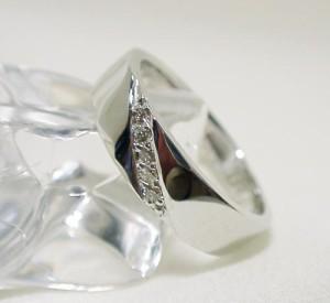平打タイプにダイヤのK18WGリング