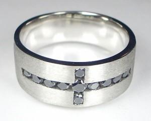 【男性用】ブラックダイヤの十字架リング