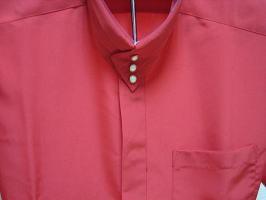 ドレスシャツ襟元3つボタン