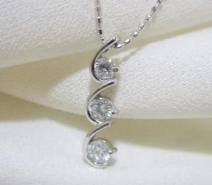 0.3ctスリーストーンダイヤモンドK18WGネックレス