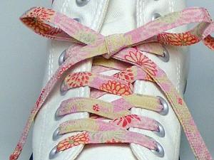 【和柄靴紐】ちりめんくつひも(ノーマル)。靴ひもでお手軽にスニーカーを和柄に。洗濯しても大丈夫な日本製クツヒモ(色115)