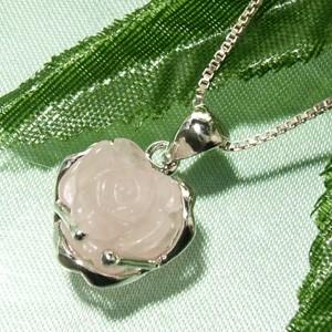 ローズクォーツの薔薇・小 シルバーペンダントトップ(チェーン付) パワーストーン 天然石 レディースアクセサリー ピンク