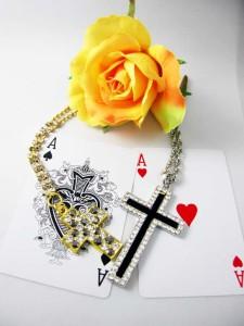 期間限定★セール!ゴールド&シルバーのリュクス十字架ネックレス