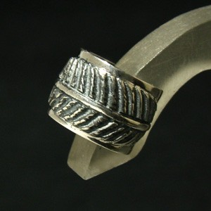 いぶしフェザー シルバーイヤーカフ (1P) メンズアクセサリー 羽根 シルバーアクセサリー イヤークリップ