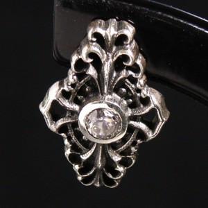 繊細な透かし模様・クロス シルバースタッズピアス(1P/片耳用) メンズアクセサリー 十字架 スタッド