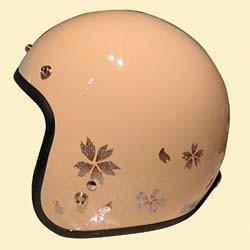 桜の花びらをちりばめたジェットヘルメット