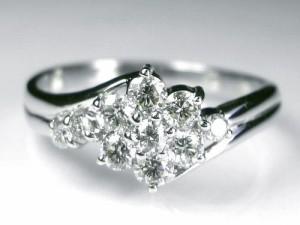 輝き溢れるスィート10プラチナダイヤモンドリング