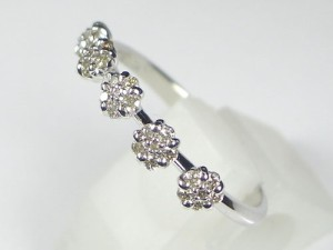 5つのお花が可愛い K18WG0.2ctダイヤモンドリング:送料無料