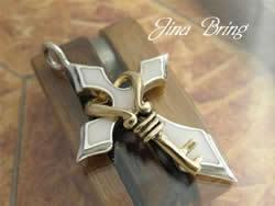 取り外し可能■ホワイトクロスにゴールドハートキー■お洒落な仕上がり■本物SVシルバー925PD