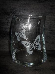 ★素敵で歪なロックグラス♪<アゲハ蝶>誕生祝・結婚祝プレゼントに♪