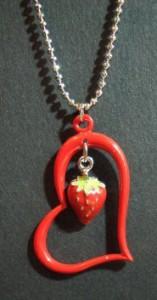 苺ネックレスメール便(ゆうパケット)なら送料無料・イチゴ・ストロベリー・フルーツ・果物・N-200
