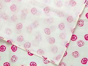 【和柄ハンカチ】母の日のギフト、プレゼントにも!柄数多過ぎ!柔らかな綿の二重ガーゼハンカチ。遊中川の千代布。(色C129れんこん)