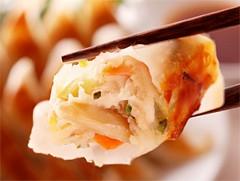 大阪王将七野菜餃子♪ヘルシー野菜7種の絶妙コラボ!たっぷり50個入【冷凍食品・保存食】 cho2015
