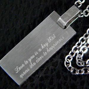【snt4】高級ステンレスネックレス★刻印「あなたへの愛は幸福への扉を開く鍵です」○snt