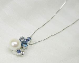 本真珠をポイントに♪K18WGネックレス:2週間