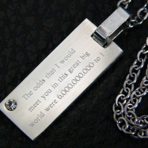 【snt12】CZダイヤ付高級ネックレス★刻印「この広い世界であなたと・・・」●snt