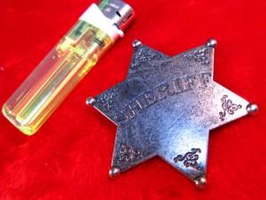 【遠州屋】 保安官バッジ SHERIFF (101) 西部劇ファンやコスプレに (市/R)☆